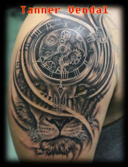 tattoos/ - Lion_Clock_Black&Grey_Tanner - 128933