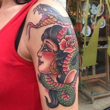 Nature Animal Snake - Chica con Serpiente Estilo Tradicional a Color