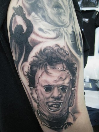 http://www.zhippo.com/BobTyrrellsNightGalleryHOSTED/images/gallery/medium/Leatherface_Tattoo.jpg