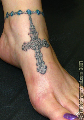 Nicole Richie rosary tattoo in her left ankle. Want more?